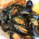Drunken Mussels Recipe – Mussels Steamed in a Garlic, Lemon & Wine Broth