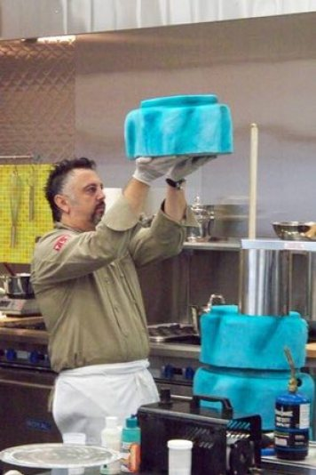 Arab American Tariq Hanna Wins TLC's 'Ultimate Cake Off'