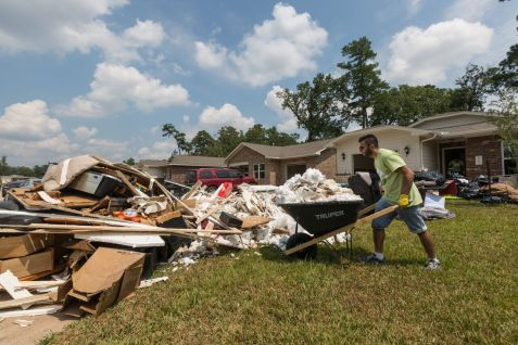 Houston Arab Americans Aid Victims of Hurricane Harvey