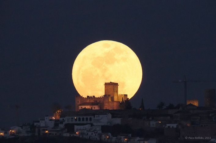 Why is the Moon so Important in Arab Culture?