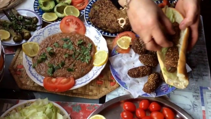 The Most Famous Traditional Egyptian Breakfast (Foul and Falafel)