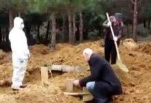 Photo of شاهد بالفيديو عملية دفن أحد ضحايا فيروس كورونا في تركيا