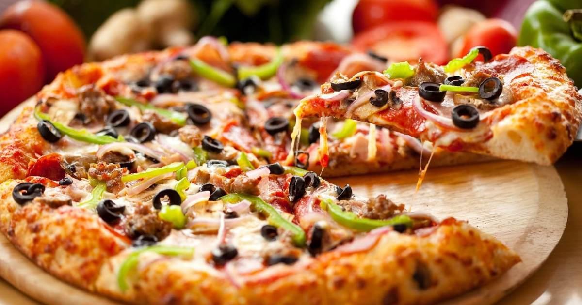 بيتزا الببيروني