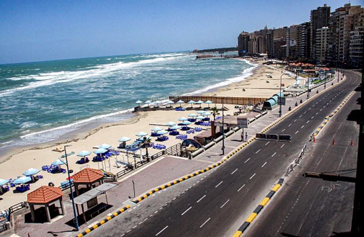تحذيرات من ابتلاع البحر لمدينة الإسكندرية المصرية