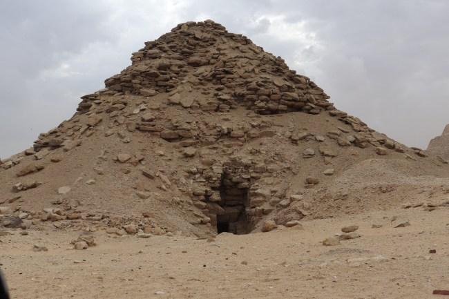 هرم أوسركاف، واحد من 13 هرما مدمرا في مصر