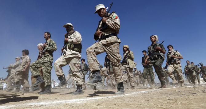 L'examen devrait également envisager de renverser la désignation de la milice houthie en tant qu'organisation terroriste.  (AFP / Fichier)