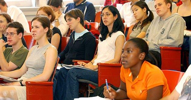 أهمية الدراسة الجامعية وفوائدها المستقبلية
