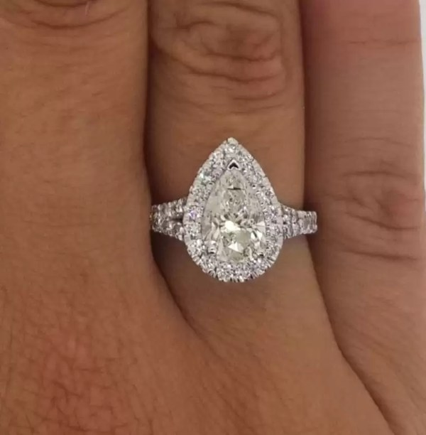 2.5 Ct Pear Shape Cut D/Si1 Diamond Solitaire Engagement Ring 18K White Gold