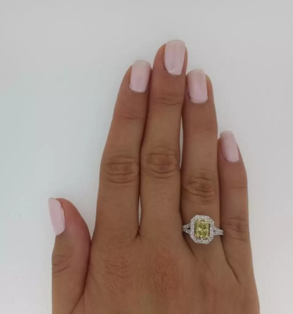 3.50 Ct Radiant Cut Diamond Solitaire Engagement Ring 18K Gold 4