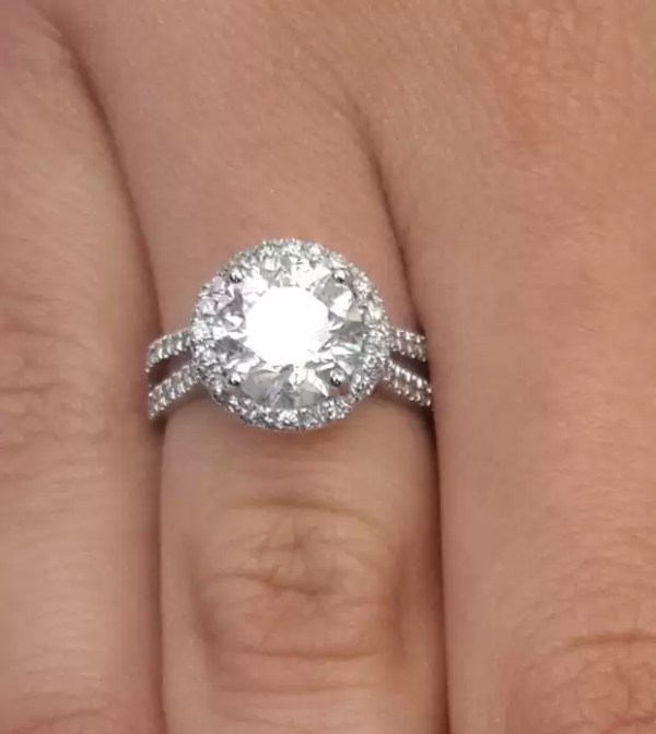 4.25 Ct Round Cut DVs2 Diamond Solitaire Engagement Ring 18K White Gold 3