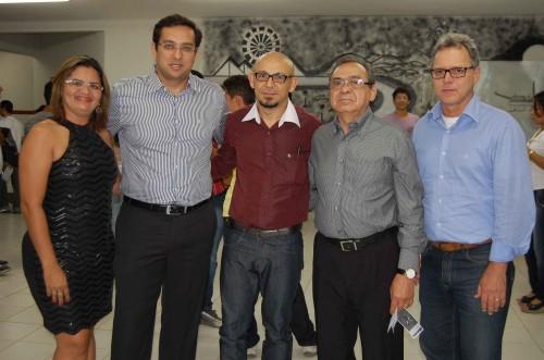 Eliane Pereira, Coordenadora da UERN/Macau; Rodrigo Aladim, secretário de Educação de Macau; Varélio Gomes, diretor Geral do IFRN/Macau; Bernardino de Souza, da FUNCERN; e Décio Peixoto, gerente de comunicação da Petrobras.
