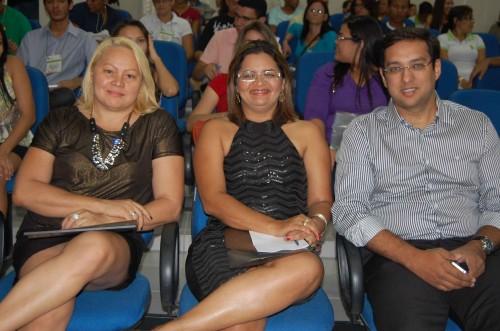 Colunista Ana Santos, do Jornal de Fato e SME; Eliane Pereira, coordenadora da UERN; e Rodrigo Aladim, secretário de Educação.