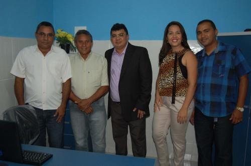 Vereadores Sargento Dantas e Lampião, Prefeito Kerginaldo, diretora do PSF Andressa e secretário de agricultura Rodrigo