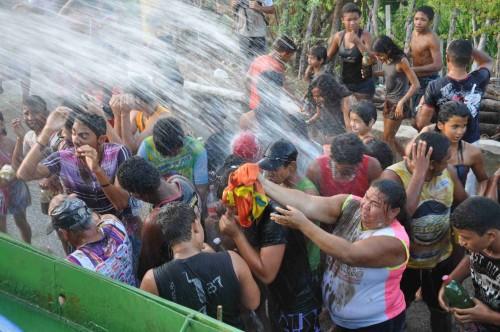 ducha para os foliões