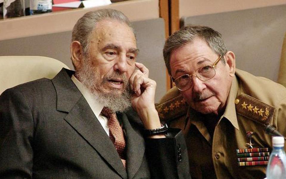 فيدل كاسترو واخيه - وفاة فيدل كاسترو