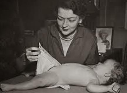 تعرف على ماريون دونوفان.. رائدة صناعة منتجات الأطفال في القرن العشرين