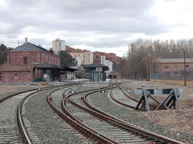 Se está barajando que el Estudio Informativo contemple la posible ubicación de una estación en contigüidad con el aeropuerto de Teruel