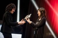 Clara Téllez, entrega el Premio Global a Rubén Pozo. Foto, Marcos Cebrián