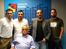 Joaquín Carbonell, José Antonio Labordeta y Eduardo Paz junto a Aragón Musical tras una entrevista en Aragón Radio.