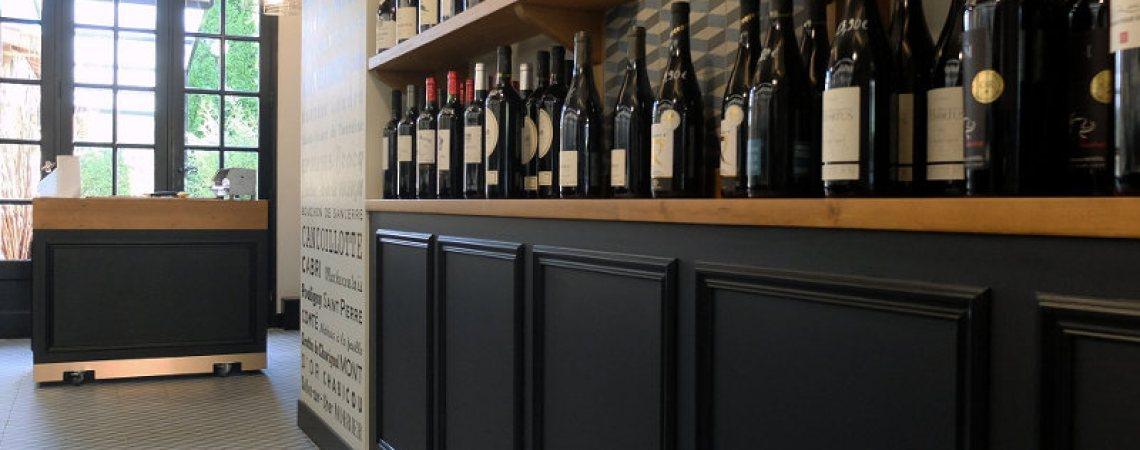 présentation de bouteilles de vin pour fromagerie
