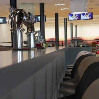 Comptoir de bar avec tireuse à bière pour bowling