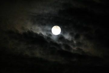 luna llena - Características de la novela gótica