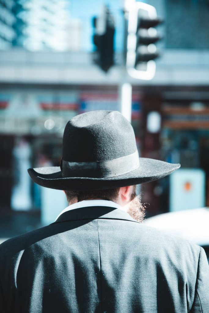 Cuentos breves #5 | El hombre del sombrero