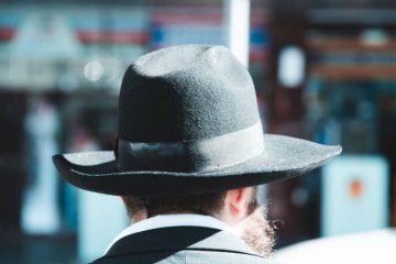pexels photo 1680240 - Cuentos breves #5 | El hombre del sombrero