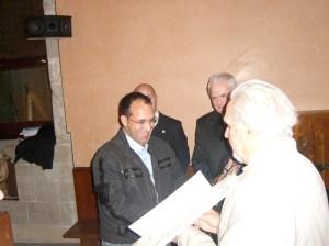 الدكتور بوتيتا نينو أستاذ الأنثروبولوجيا بجامعة بالريمو في مراسم تسليم الجائزة
