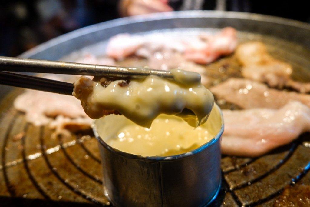 """ALT=""""bulg-eun gogii korean restaurant and its cheesy meat"""""""
