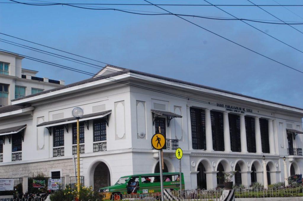 "ALT=""iloilo city travel guide municipal hall"""