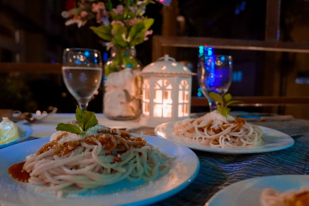"""ALT=""""this scrumptious pasta served during dinner at mons restaurant"""""""