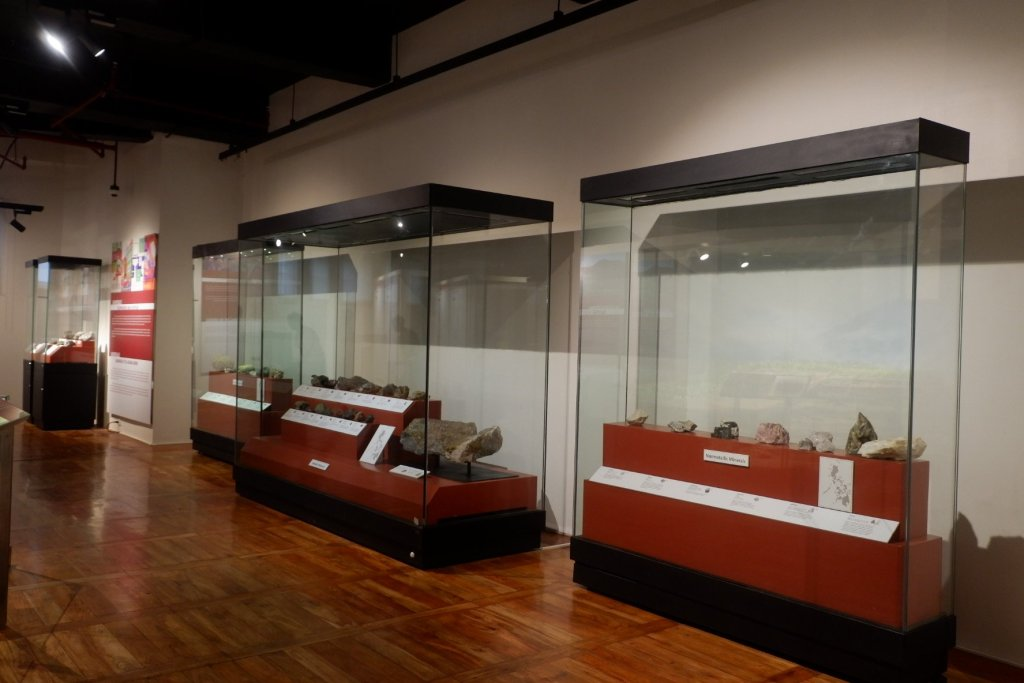 """ALT=""""national museum of natural history and the geology"""""""
