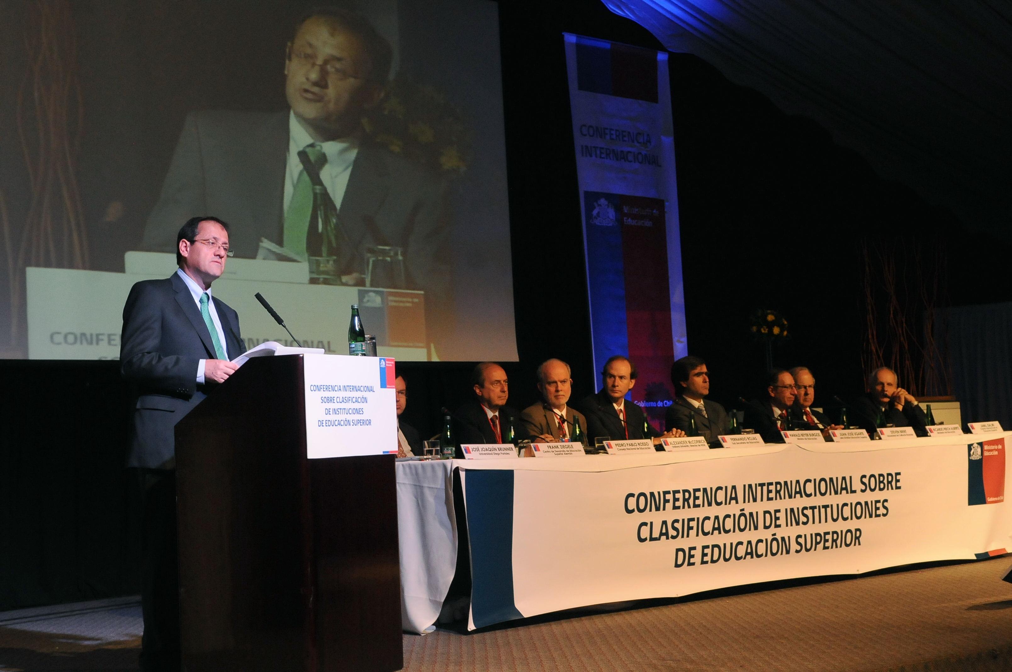 foto ministro conferencia