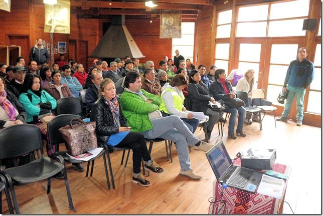 Comunidades Mapuche de Curarrehue abordaron ejecución de mejoramiento en 37 caminos  (2)
