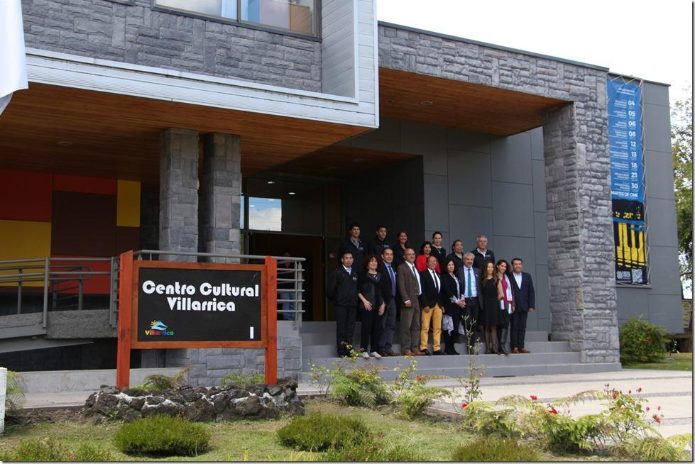 Autoridades y equipo centro cultural
