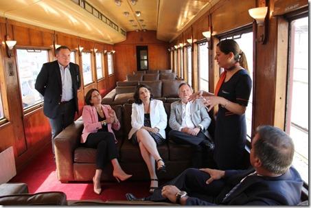 Marisa Kausel y Javiera Montes (al centro) junto a autoridades de EFE y Subs. Turismo en lanzamiento de trenes turísticos.