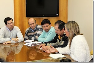 Director Manuel Robles revisó con dirigentes de comunidades del Sector Las Cardas de Victoria el proceso de licitación de Consultoría (2)