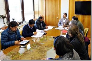 Director de Vialidad se reunió con alcalde y concejales de Galvarino para abordar temas viales de la comuna  (1)