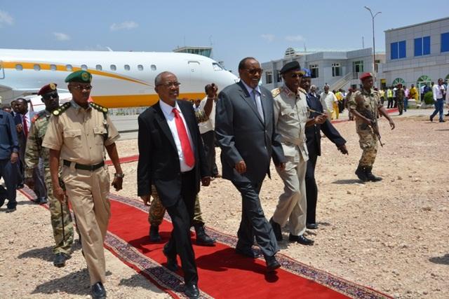 Madaxweynaha Somaliland ka hor intii aanu Diyaarada ka Fuulin saaka Madaarka Egal international