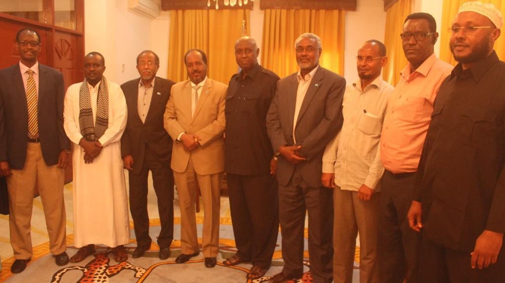 Madaxweynaha Somalia Xasan Sheekh oo ku qaabilay Villa Somalia Cali Khaliif iyo koox la socotay, By Araweelo News Network