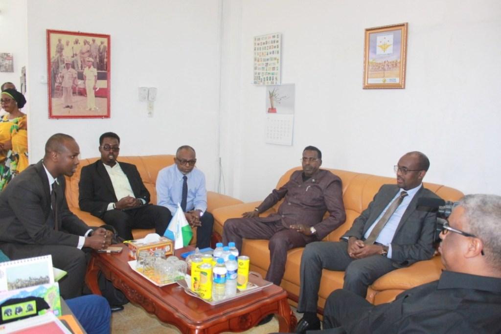 labada Wasiir ee Isgaadhsiinta Iyo Tiknaloojiyadda Jamhuuriyadda Somaliland, Cabdiwali Sh. Cabdilaahi Suufi  iyo Djibouti, Cabdi Yuusuf Suge, labada wakiil ee labada dal iyo saraakiil kale,  14 March 2019, Djibouti. Araweelo News Network.