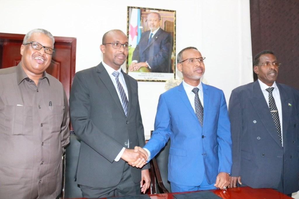 Dhexda labada Wasiir ee Isgaadhsiinta Iyo Tiknaloojiyadda Jamhuuriyadda Somaliland, Cabdiwali Sh. Cabdilaahi Suufi  iyo Djibouti, Cabdi Yuusuf Suge, dhinacyada labada wakiil ee labada dal,  14 March 2019, Djibouti. Araweelo News Network.