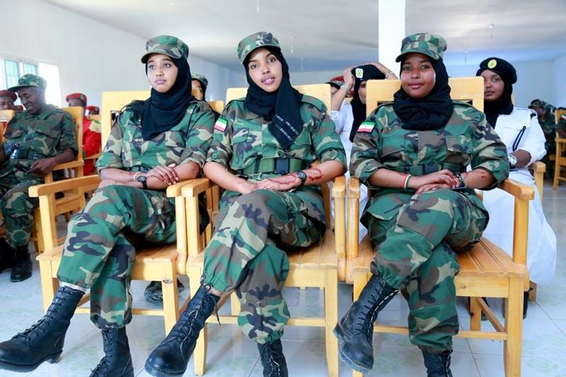 Madaxweynaha Jamhuuriyadda Somaliland, Mudane Muuse Biixi Cabdi oo deegaanka Darar-weyne ka furay Layliga Saraakiisha Ciidan 20 Nov 2019. Hablo ka mid ah saraakiisha
