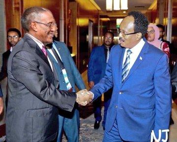 Madaxweynaha Somaliland Muuse Biixi iyo Madaxweynaha Soomaaliya Farmaajo oo  kulan ku dhexmaray Addis Ababa