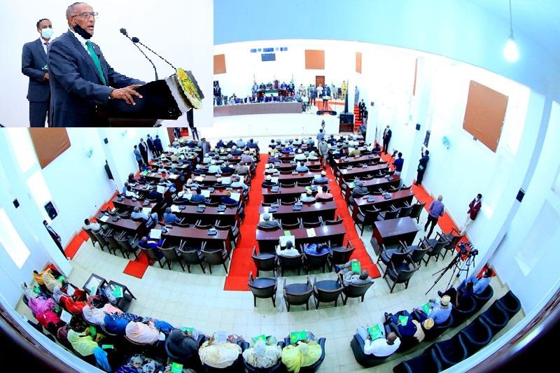 Madaxweynaha jamhuuriyadda Somaliland, Muuse Biixi Cabdi oo khudbad u jeedinaya labada gole Baarlamaan Image Araweelo News Network, 8 March 2021