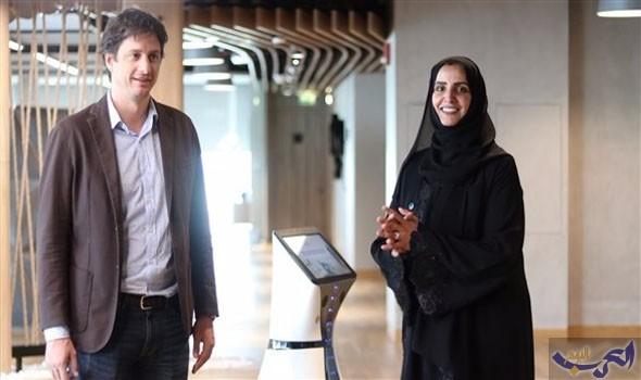 أول موظف استقبال روبوت في الشرق الأوسط يبدأ العمل في مكتب دبي الذكية