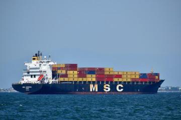 schip met zeecontainers
