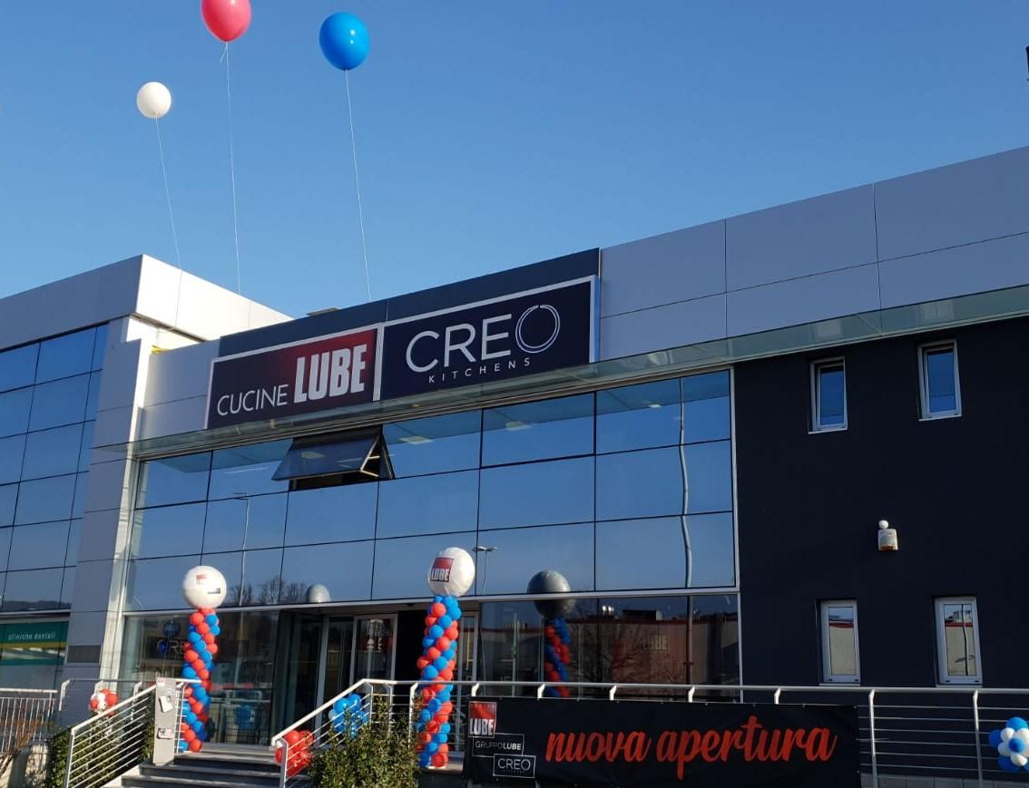 """Il Gruppo LUBE e lo Store di Montano Lucino sostengono la ristrutturazione della comunità """"Arcobaleno""""."""