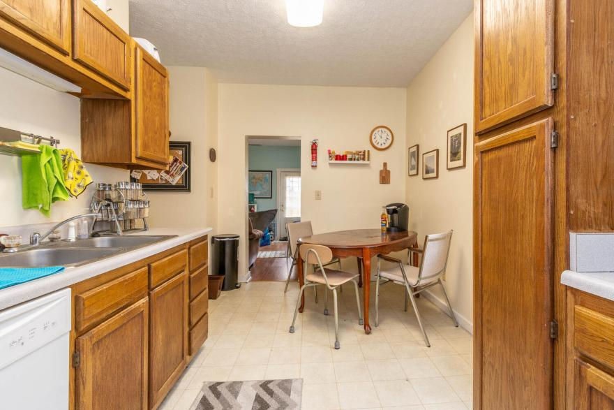 208 S Rogers Street Apt 2-large-006-011-KitchenEating Area-1500x1000-72dpi